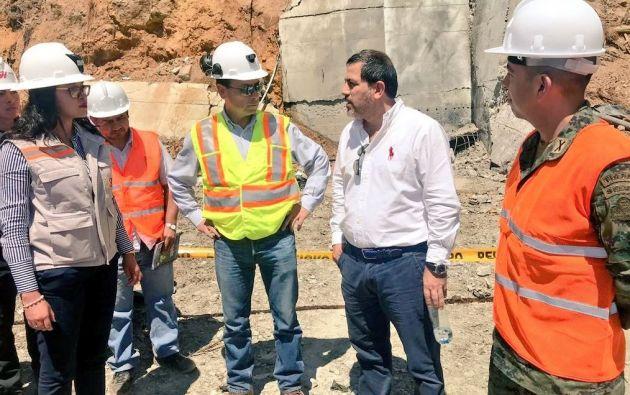 Viceministro de Minas, Fernando L. Benalcázar junto a la Directora Ejecutiva de la Agencia de Regulación y Control Minero (Arcom), Andrea Cárdenas, durante recorrido por la mina Goldmins.