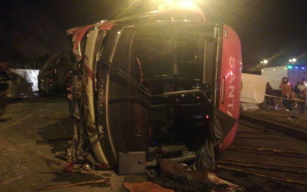 El autobús interpronvincial se accidentó en el Paso Lateral Ambato.