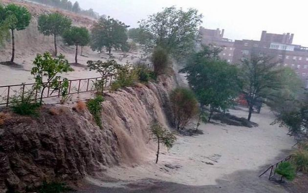Captura de video de la fuerte tormenta, acompañada de granizo en Rivas Vaciamadrid.