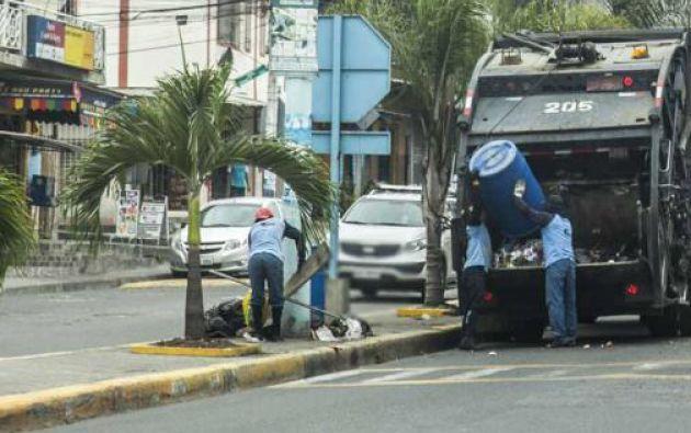 El Sercop suspendió por 7 días el contrato para la recolección de basura en Guayaquil con el consorcio Urvase