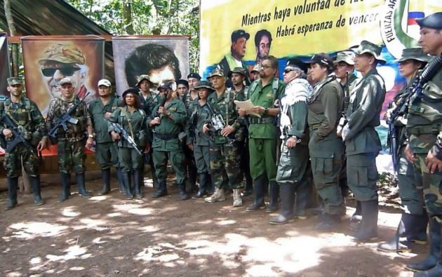 Márquez y otros 19 guerrilleros aparecieron armados en un video divulgado este jueves. Foto: AFP