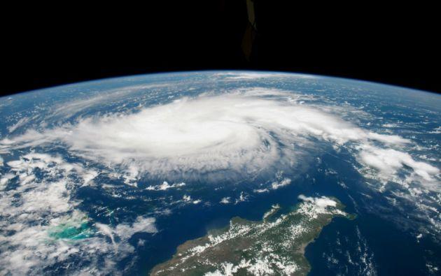 Dorian baja a categoría 4 durante su paso por el norte del archipiélago de Bahamas. Foto: AFP.