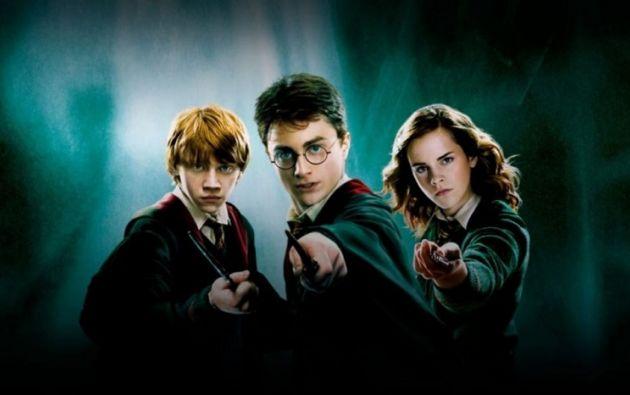 Lanzada en 1997, la serie de libros cuenta una historia épica del bien y el mal centrada en las aventuras del joven mago Harry Potter.