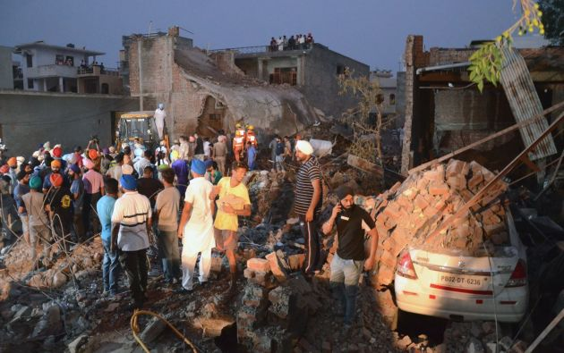 La explosión tuvo lugar hacia las 16.50 hora local en una fábrica de la localidad de Batala. Foto: AFP.