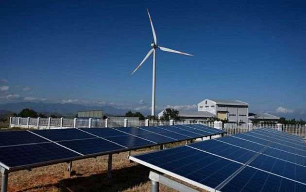 La energía solar continúa liderando las energías renovables mientras que la eólica vivió una crecida de inversión del 3%. Foto: AFP.