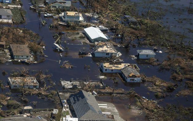 Agentes funerarios y cámaras refrigeradas adicionales fueron enviados a las islas afectadas. Foto: AFP