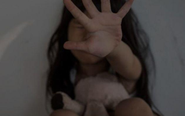 Según la abuela, cuando regresaba a la casa, la niña le contaba que dormía con su papá, lo que la puso en alerta.