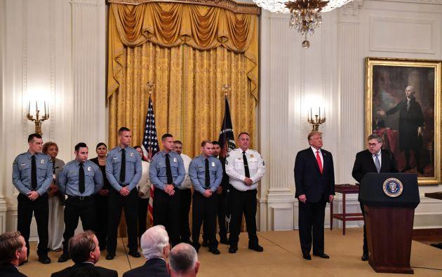 El presidente de EEUU otorgó Medallas de Valor y certificados de reconocimiento a once ciudadanos entre civiles y agentes de Policía y seguridad. Foto: AFP.