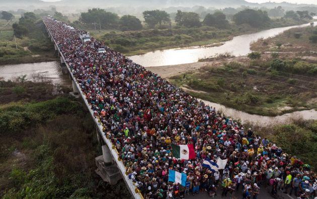 Foto tomada el 27 de octubre de 2018, vista aérea de migrantes hondureños que se dirigen en una caravana a los EE.UU. Foto: AFP