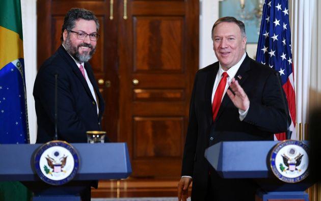 El Secretario de Estado de los Estados Unidos, Mike Pompeo, y el Ministro de Relaciones Exteriores de Brasil, Ernesto Araujo. Foto: AFP