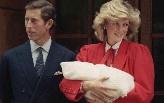 Carlos se mostró muy decepcionado cuando conoció a su segundo hijo, reacción que hundió a Diana.