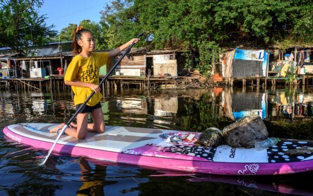 """Lilly empezó a militar a los ocho años, tras unas vacaciones en una playa de Tailandia """"cubierta de plásticos"""". Foto: AFP."""