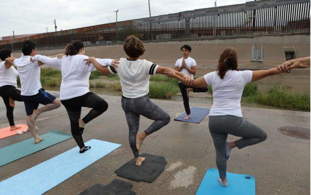 Más de 100 participantes, mexicanos y estadounidenses, compartieron una actividad de paz en un lugar de situaciones difíciles. Foto: AFP.