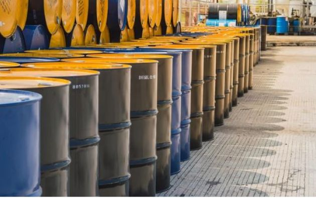 La agencia Standard and Poor's dijo el lunes que prevé una reducción de la producción saudita en tres millones de barriles al día durante un mes.
