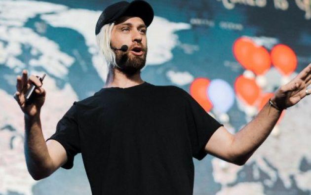 Con 30 años, Fred Schebesta se convirtió en multimillonario al fundar Finder.com. Foto: Twitter.