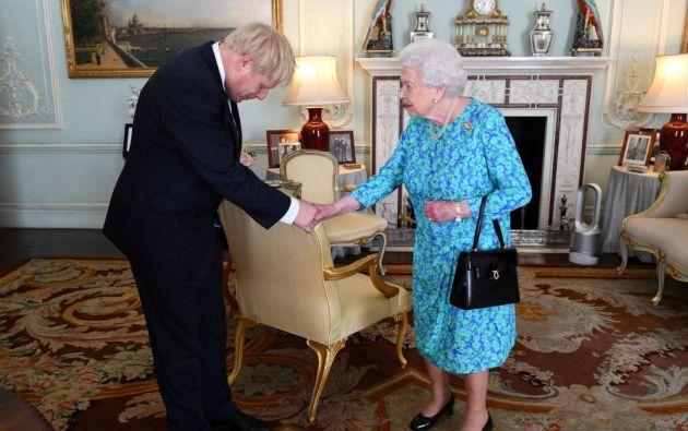 La oposición considera que Johnson abusó de sus poderes como primer ministro para involucrar astutamente a la monarca.  Foto: Reuters