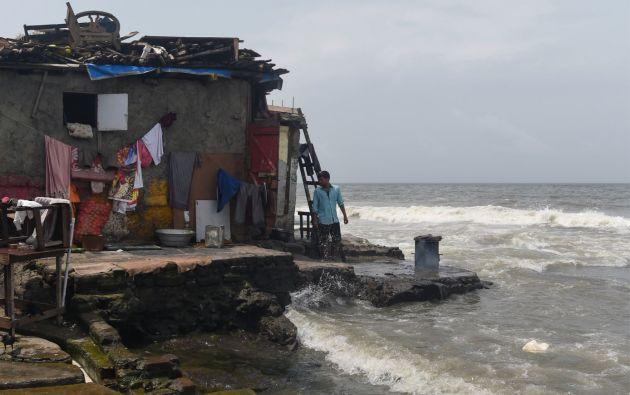 Según un estudio, cerca de un 25% de la capital económica india podría quedar inundada si el agua de los océanos sube un metro a causa del calentamiento global. Foto: AFP.
