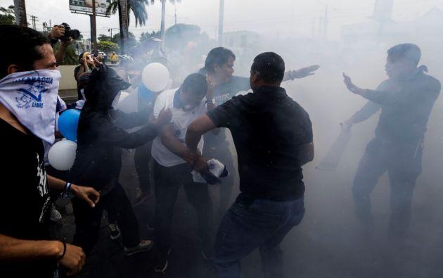 La violencia ha dejado más de 300 muertos, 62.500 exiliados, cientos de opositores encarcelados y una profunda recesión económica. Foto: AFP.