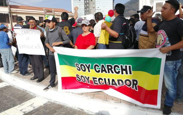 Tanto el paso internacional de Rumichaca, frontera con Colombia, como varias vías de toda la provincia han sido bloqueadas.
