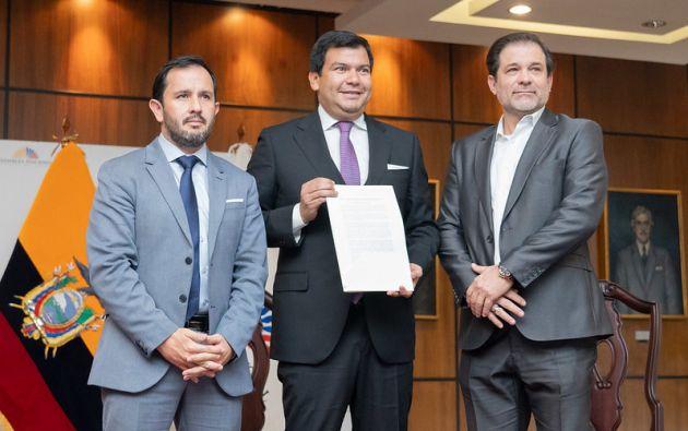 El titular del Legislativo recibió el proyecto de Ley de Extinción de Dominio de parte del secretario Anticorrupción.