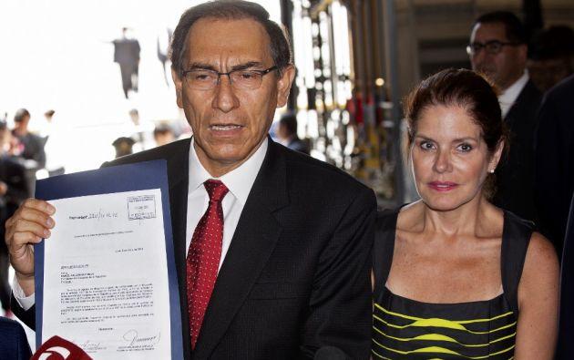 El presidente Martin Vizcarra acompañado por la vicepresidenta Mercedes Araoz. Foto archivo: AFP