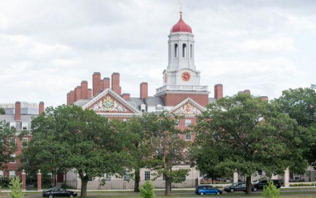 Harvard negó haber discriminado a los asiáticos, pero defendió el uso de criterios de selección más amplios que la excelencia académica. Foto: AFP