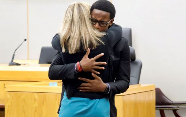 """""""Si tú estás realmente arrepentida (...) te perdono"""", le dijo Brandt Jean a la asesina de su hermano. Foto: Reuters."""