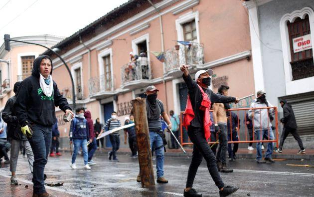 """""""Ni Correa, ni Moreno, ni Lasso, abajo el paquetazo"""", coreaban varios estudiantes. Foto: Reuters."""