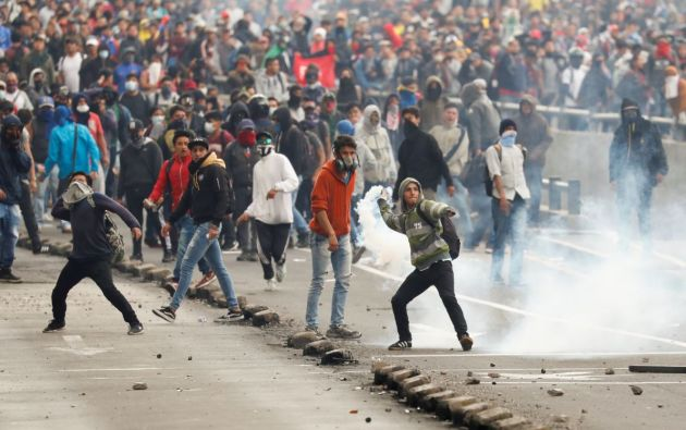 Durante el primer día del paro de los transportistas se registraron actos vandálicos y saqueos. Foto: Reuters.