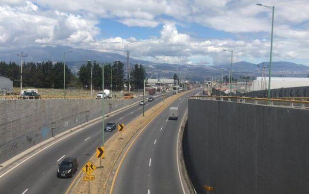 El tráfico fluye con normalidad en el redondel de Pifo, la E35 y conector Alpachaca con dirección al Aeropuerto Mariscal Sucre.
