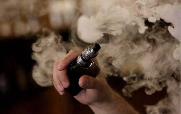 Se ha confirmado la muerte en 15 estados de al menos 18 personas que habían usado cigarrillos electrónicos. Foto: Reuters.