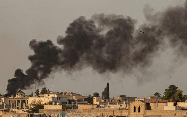 La prensa turca indica que los ataques de artillería y aviación sirven para debilitar las defensas del YPG. Foto: Reuters.