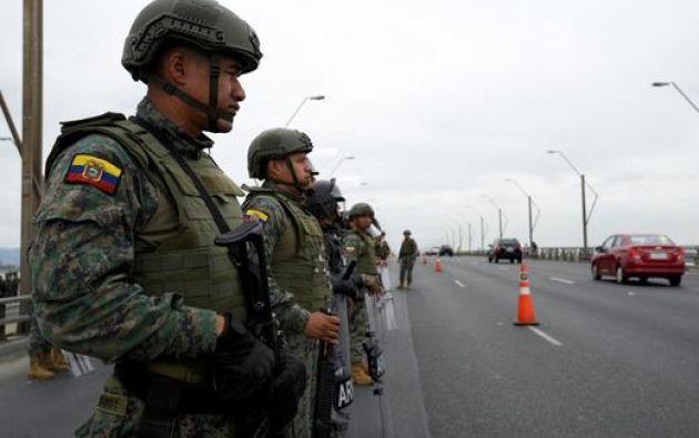 En Guayaquil hubo reclamos por cierre del puente que une a esa ciudad con Durán, una de las vías principales de la ciudad. Foto: Reuters.