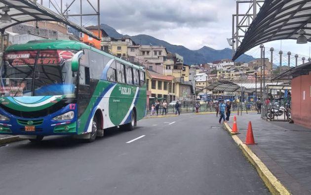 La urbe enfrenta ya ocho días de irregularidad en el servicio de transporte.
