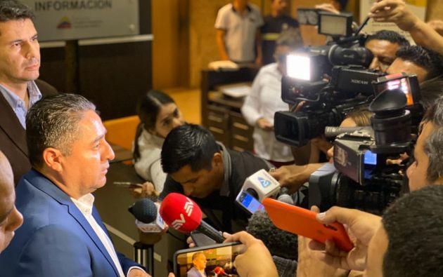 Raúl Delgado, presidente de la Asociación de Municipalidades Ecuatorianas, luego de la reunión con funcionarios gubernamentales. Foto: AME.