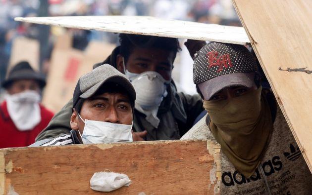 """Marlon sostiene que ha """"arriesgado hasta la vida"""" por vender y que ha visto las bombas pasar y a muertos y heridos. Foto: Reuters"""