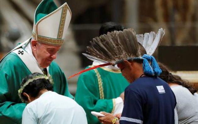 Patricia Gualinga asegura que el papa Francisco le comentó que ha seguido muy de cerca la crisis en Ecuador. Foto: AFP.