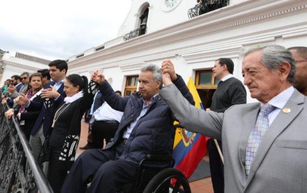 Moreno, acompañado de su esposa, Rocío de Moreno, y de todo el Gabinete ministerial.