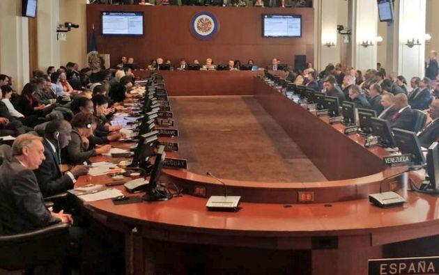 """La OEA aprobó este martes una declaración en la que se expresa """"el respaldo al régimen democrático en el Ecuador""""."""