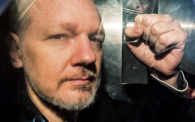 Assange tuvo algunas dificultades con el habla a la hora de confirmar su identidad y fecha de nacimiento. Foto: AFP