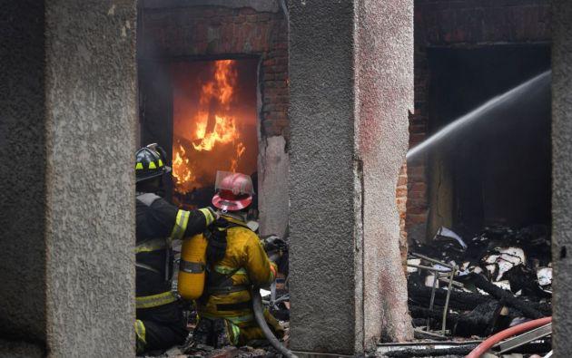 Esta madrugada un grupo incendió el tribunal departamental electoral en la ciudad boliviana de Santa Cruz. Foto: Reuters.