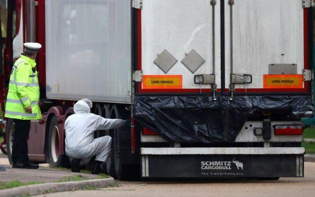 Los cadáveres fueron encontrados en la madrugada de ayer en un contenedor adosado a un tráiler en un polígono industrial de la localidad de Grays, en Essex. Foto: Reuters.
