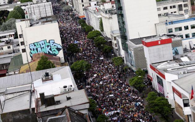 Casi un millón de personas participan este viernes de una protesta multitudinaria para exigir cambios en Chile. Foto: Reuters.
