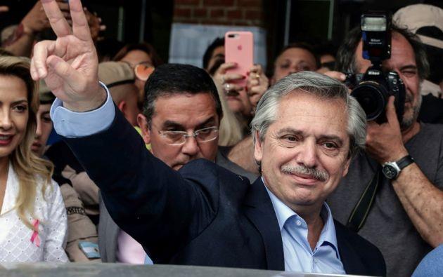 Con casi el 80% de las mesas escrutados, Fernández obtuvo 47,45% de los votos, contra el 41,11% de Macri. Foto: AFP
