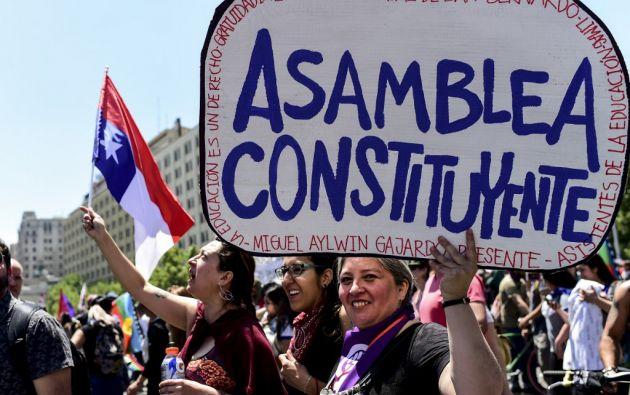 Aprobada en 1980, en un cuestionado plebiscito, la Constitución fue un traje a la medida para que el régimen de Pinochet.  Foto: AFP