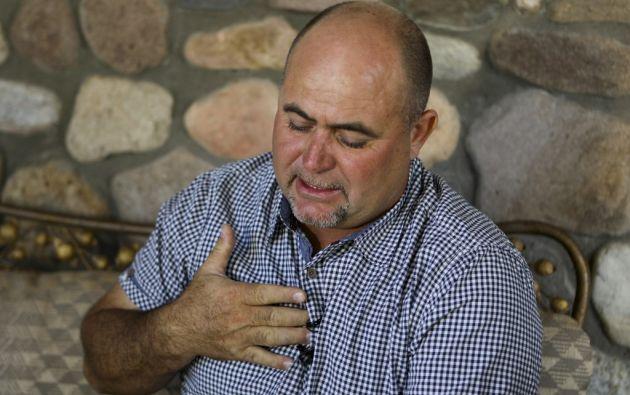 Julian LeBaron, familiar de las personas asesinadas, llora al recordar los hechos de este lunes. Foto: AFP.