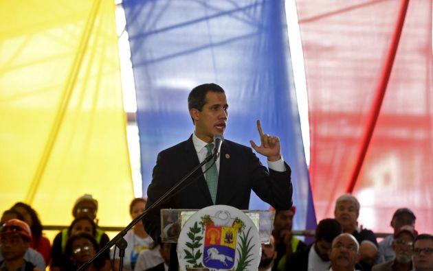 """Guaidó asegura que el 80 % de la Fuerza Armada está """"a favor"""" de la Constitución.  Foto: AFP"""