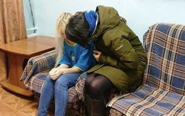 La mujer, identificada como Dina Azizova, de 55 años, padecía un trastorno mental, que le llevó a prohibir a sus hijos de 20, 15 y 11 años que se comunicaran con el mundo exterior.