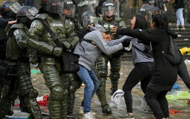 En la capital, los incidentes entre manifestantes y antidisturbios se produjeron en la Plaza de Bolívar. Foto: AFP