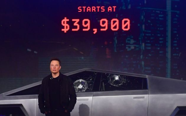 Elon Musk, fundador de Tesla, presentó la nueva camioneta Cybertruck. Foto: AFP